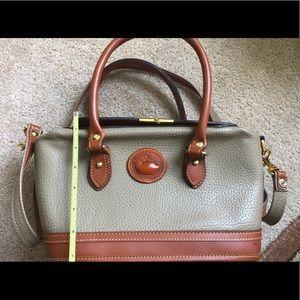 ✨EUC Dooney & Bourke Vintage taupe Doctor Bag ✨